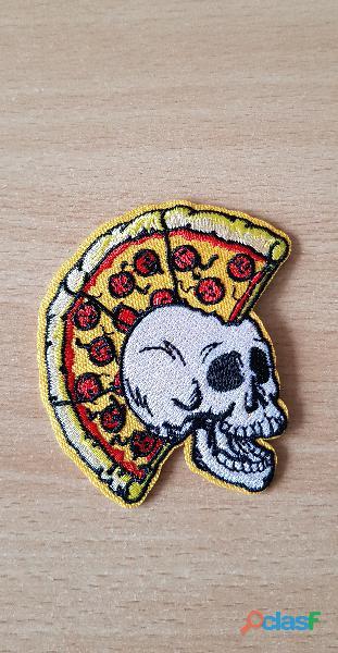 Ecusson brodé punk tête de mort crête pizza 8x6 cm thermocollant, pas besoin de couture
