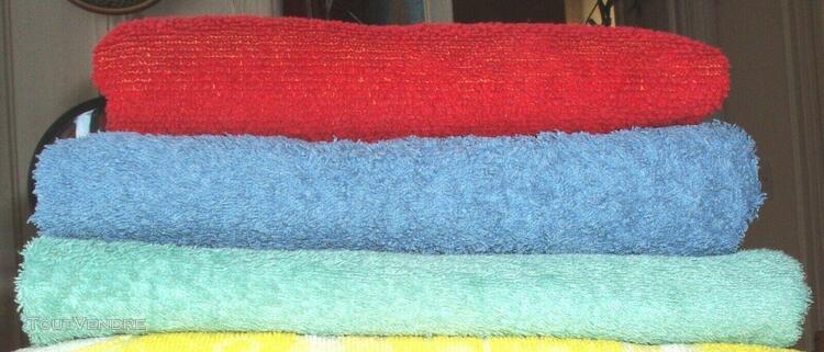 serviettes de bain de différentes tailles et couleurs en