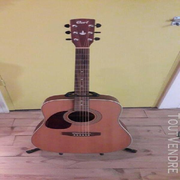 Guitare pour gaucher,comme neuve ayant peu servie,marque cor