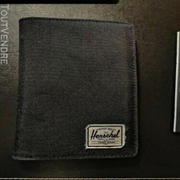 Herschel search passport holder black