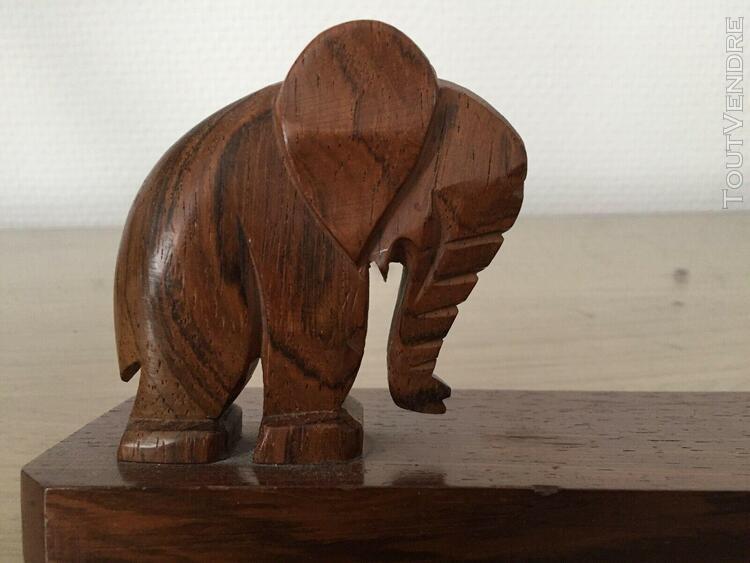Léphants lot comprenant un cadre (sans son verre) et un