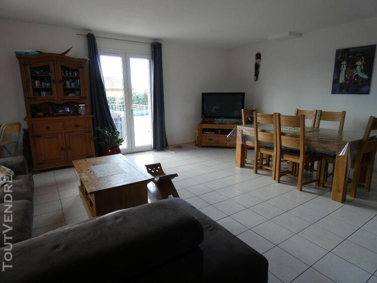 Villa de plain pied avec grande piscine, 4 pièce(s) 90 m2 +