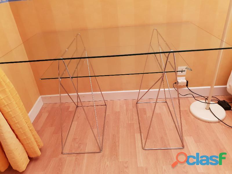 Bureau en verre élegant et design pieds metalliques