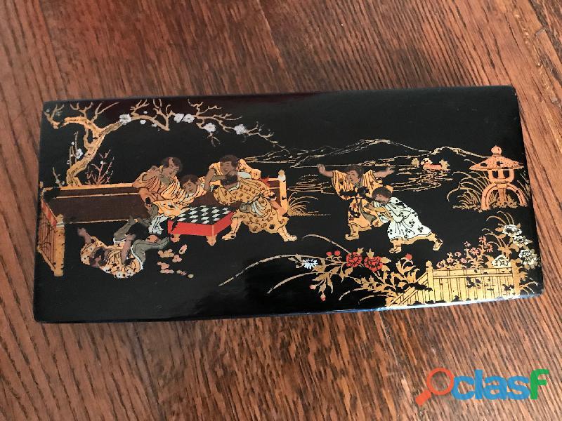 Ancien plumier bois noir laqué motifs chinois dorés 2