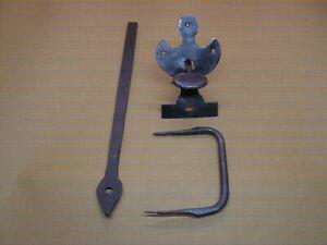 Ancienne poignée de porte à loquet poucier en fer