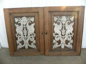 Ancienne porte en chêne sculptée