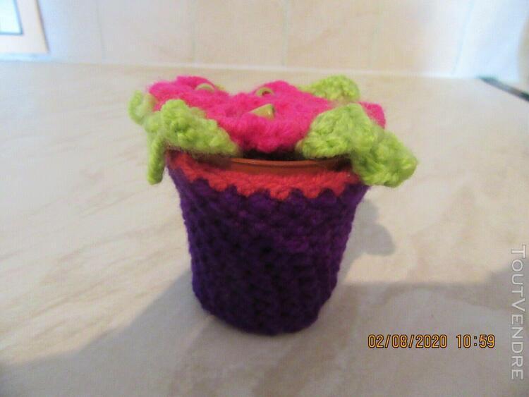 Joli petit pot de fleurs en crochet fait main