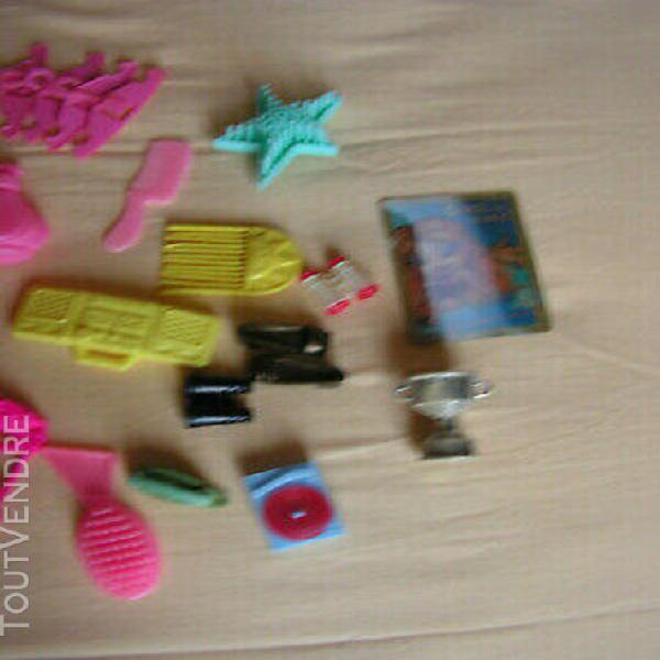 Barbie accessoires porte manteaux,valise,raquettes,lune