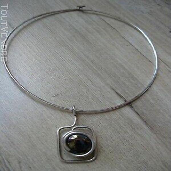Très beau collier original, tour de cou avec un pendentif