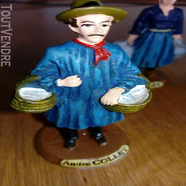 4 petites figurines