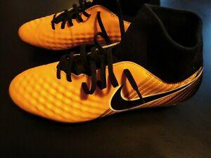 Chaussures foot nike magista vissées pointure 44