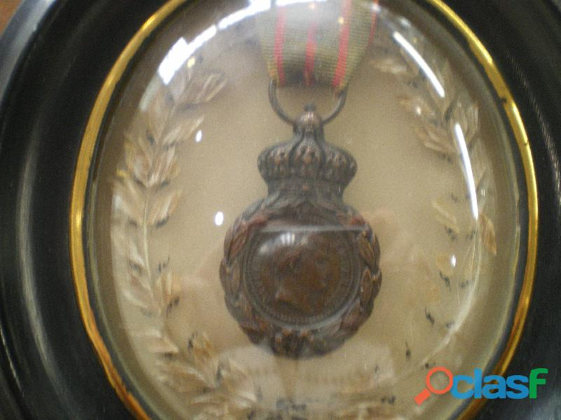 Médaille de Sainte Hélène encadrée.