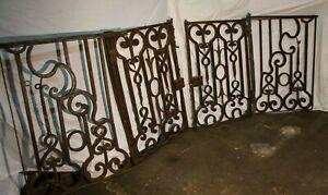 Belle et grande grille en fer forgé 17ème / 18ème siècle