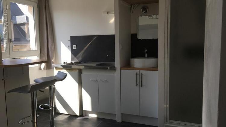 Location studio meublé - 12 m² - republique - location
