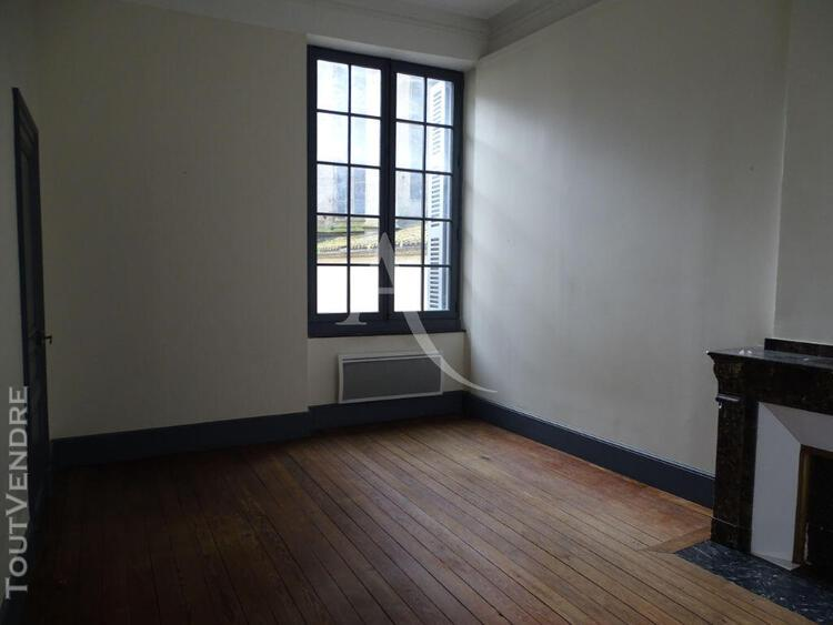 Carcassonne, centre ville, appartement 1 chambre et bureau