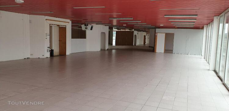 local commercial 300 m2 sur voie express