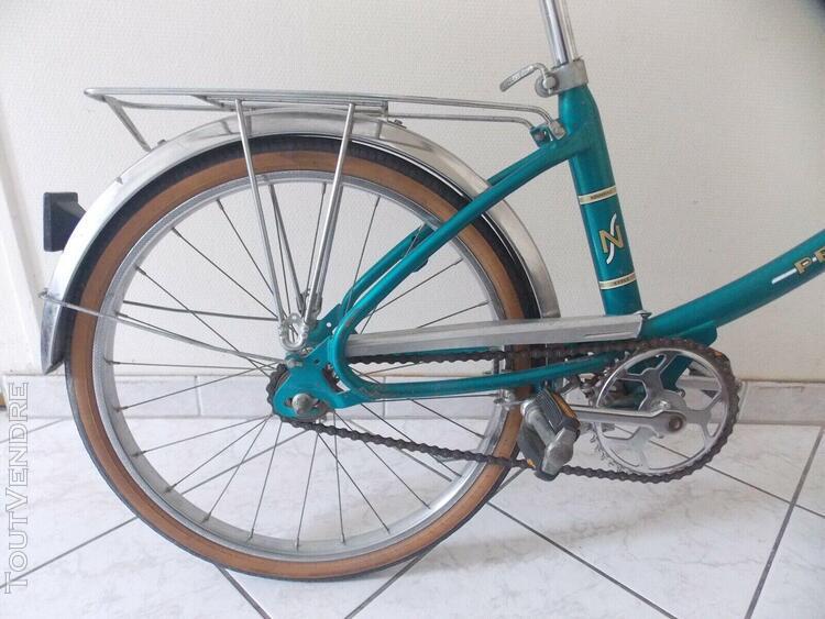 Petit velo peugeot de couleur bleu / vintage bike french peu