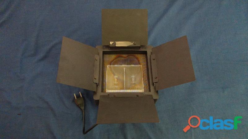 Projecteur kaiser 2 x 1000 w type 3090 95 1