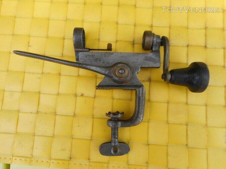 Sertisseur pour cartouches calibre 16 en acier. rare modèle