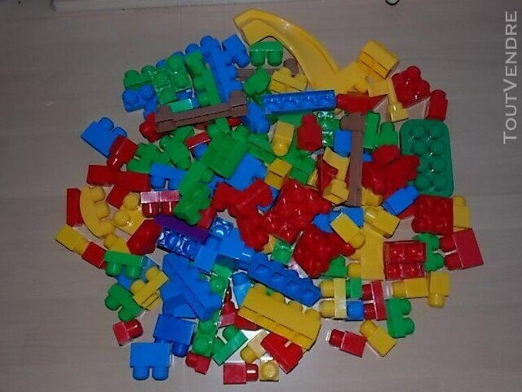 Lot de mega bloks 196 pieces voir photos a partir de 1 an
