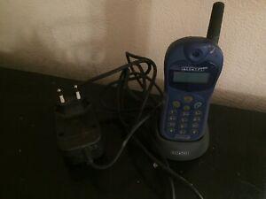 Téléphone mobile alcatel one touch easy avec chargeur