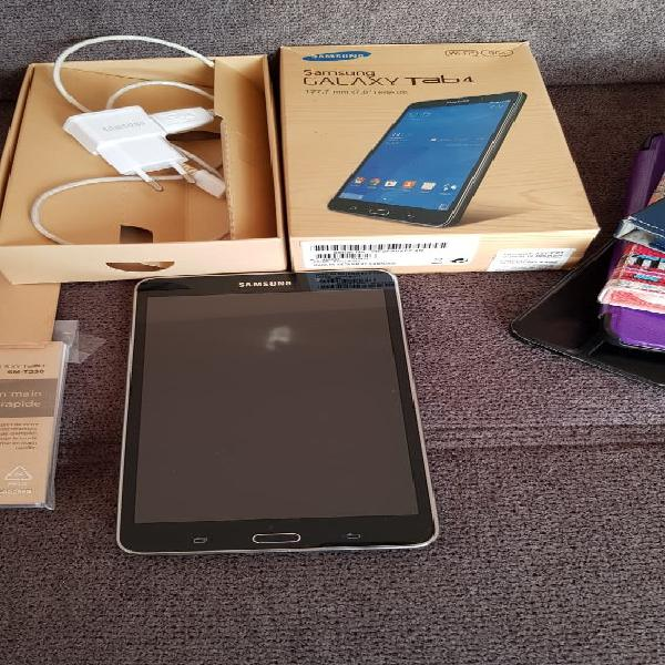 Tablette galaxy tab 4 + accessoire