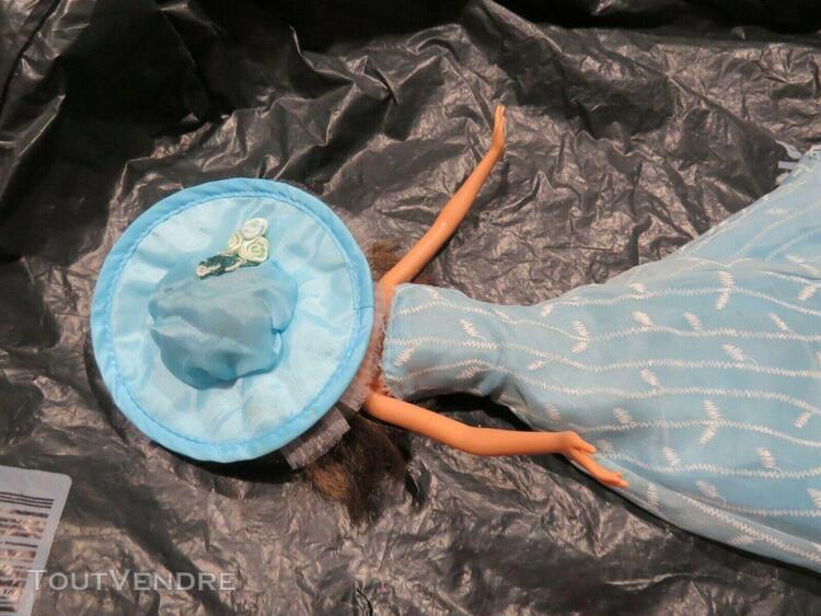 Robe barbie et autres (lire annonce poupée non vendue)