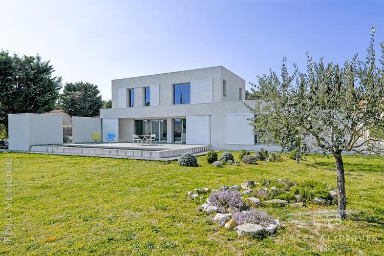 Villa contemporaine bioclimatique avec vue