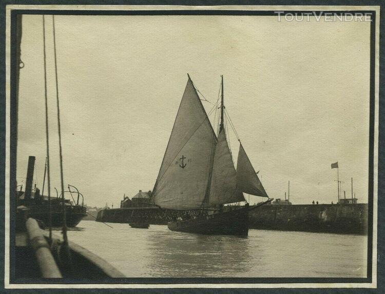 Normandie. bateau de pêche immatriculé di 1 dans le port