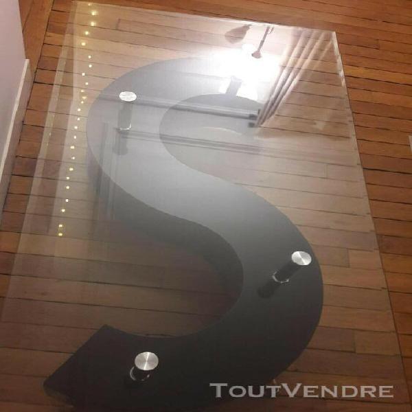 Table basse noire en verre (marque but) longueur:129cm,large