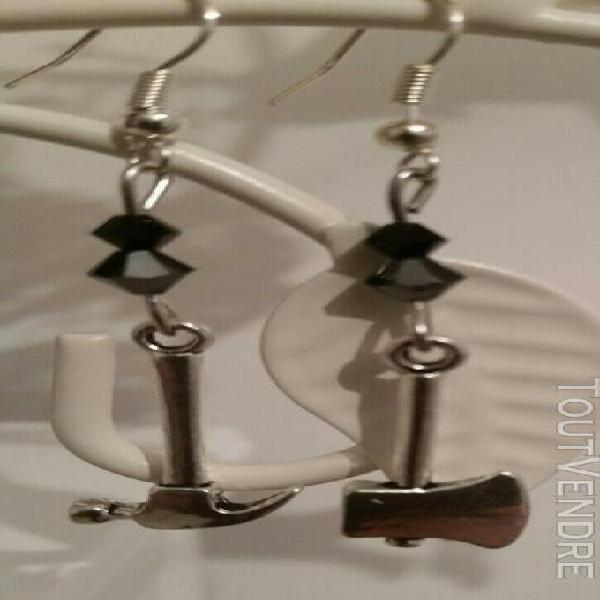 Boucles d'oreille originales noires et argentées création