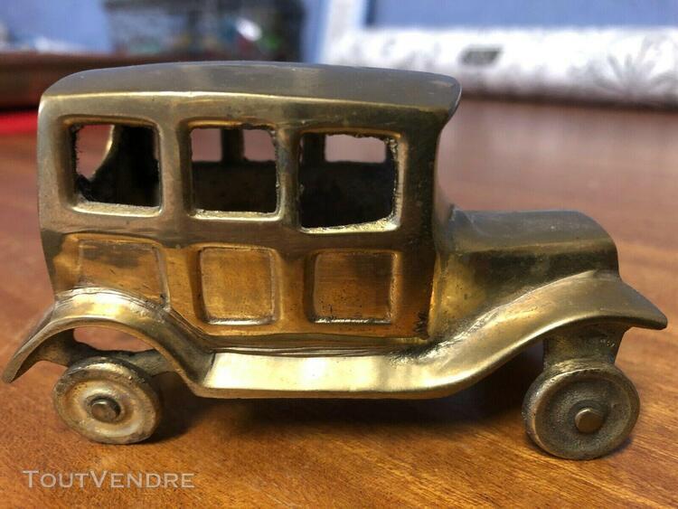 ancienne voiture miniature en laiton