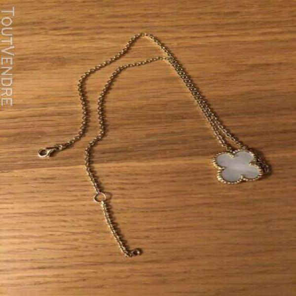 Collier style van cleef alhambra or 18 carats