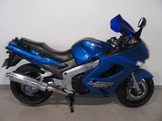 Kawasaki zzr 1200 essence valence 26 | 2900 euros 2002
