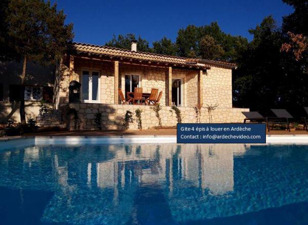 Location saisonniere ardeche: magnifique villa avec piscine