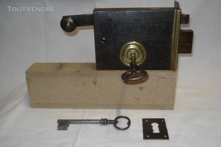 Serrure ancienne à tirette avec 1 clé, marque g.f.