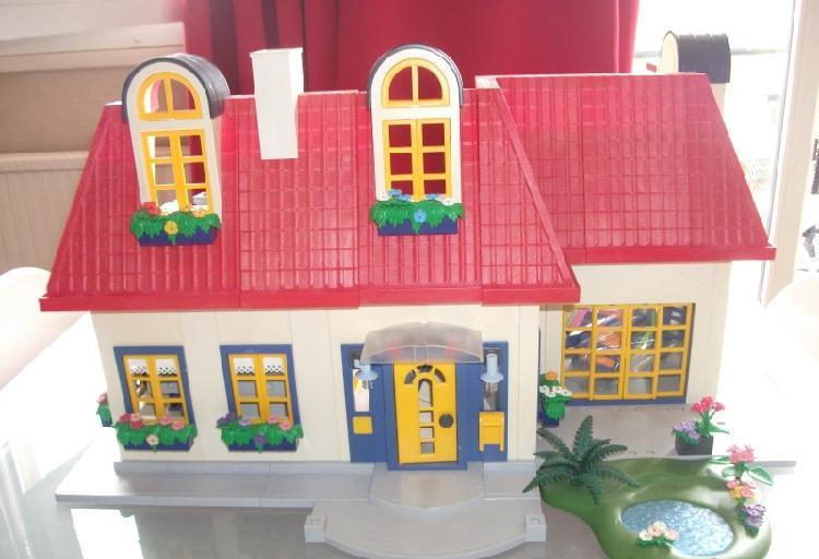 Maison playmobil + meubles