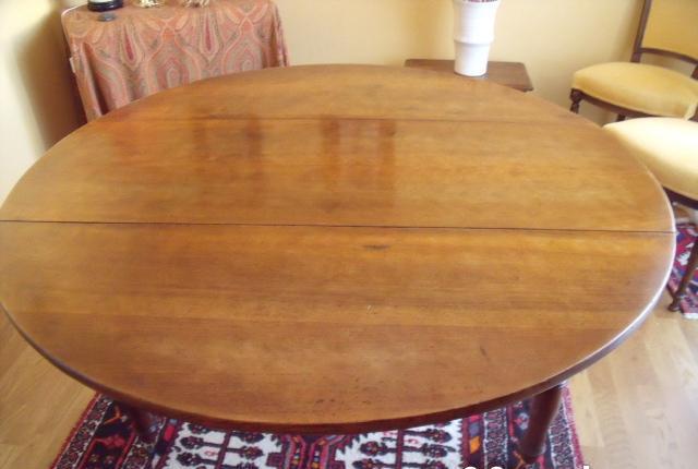 Table ronde en noyer