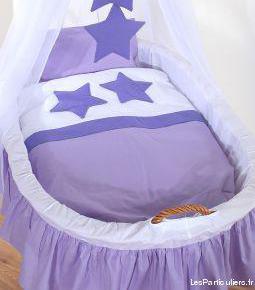 Berceau bébé violet