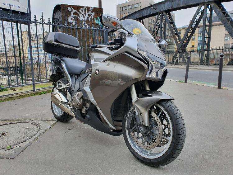 Honda vfr essence paris 10 75 | 5990 euros 2012 16101048