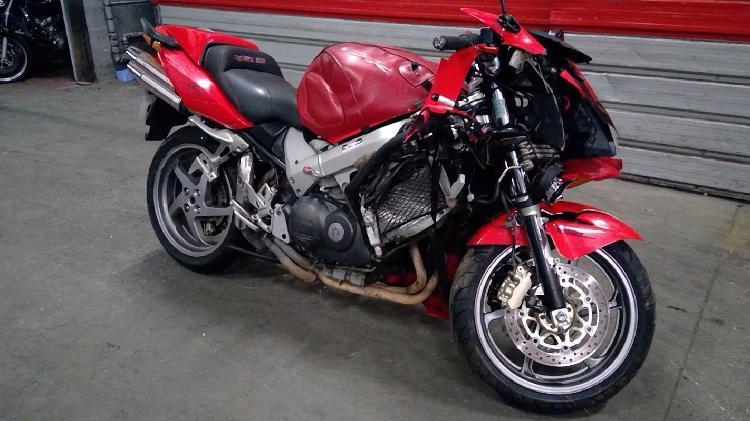 Honda vfr essence pressigny les pins 45 | 900 euros 2005