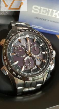 Seiko astron gps solar chronographe