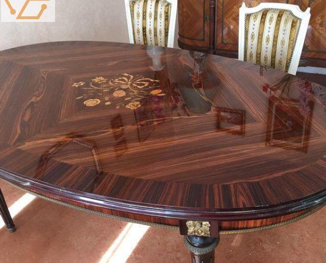 Tres belle table de salle a manger et buffet...