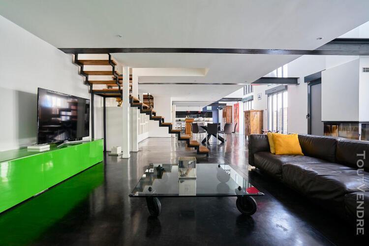 loft avec structure eiffel et terrasse