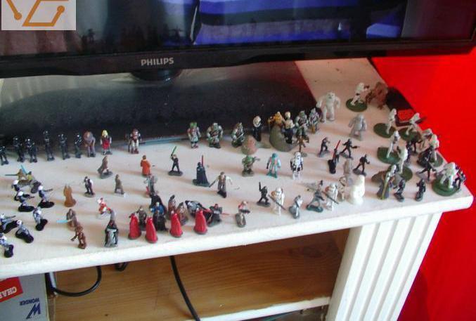 Av 125 figurines star wars micromachines plus...