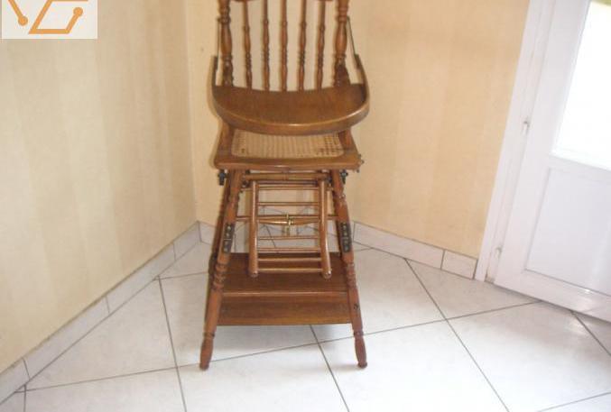 Chaise haute bébé en bois et assise cannée