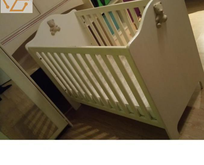 Chambre bebe - lit + table a langer + armoire