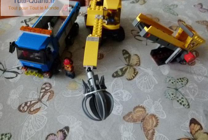 L'excavatrice et le camion lego city ? 6...