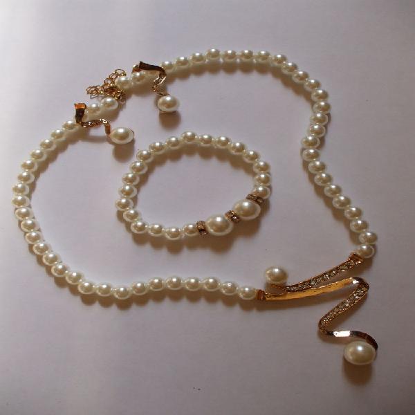 Belle parure bijoux neuf/revente, fabas (82170)