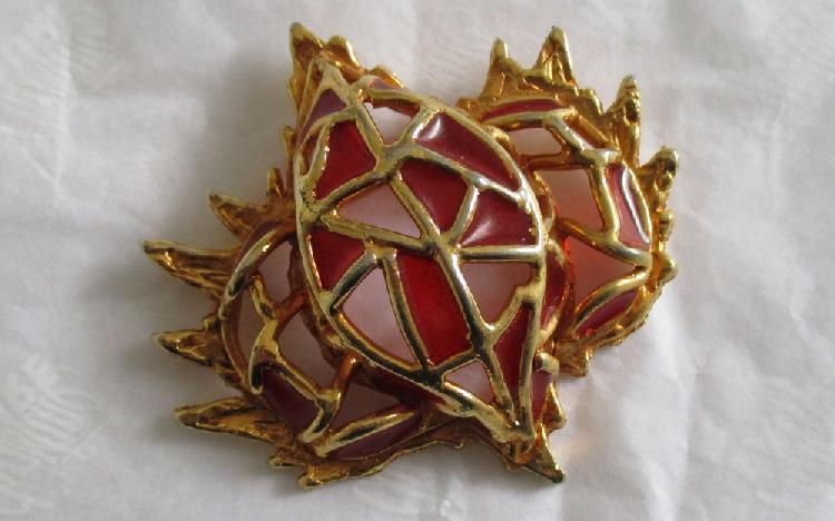 Broche métal doré et émaux, neuve occasion, toulouse